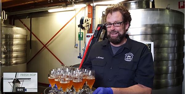 Menno Olivier tracteert leden van de hopcrew op De Molen Bier